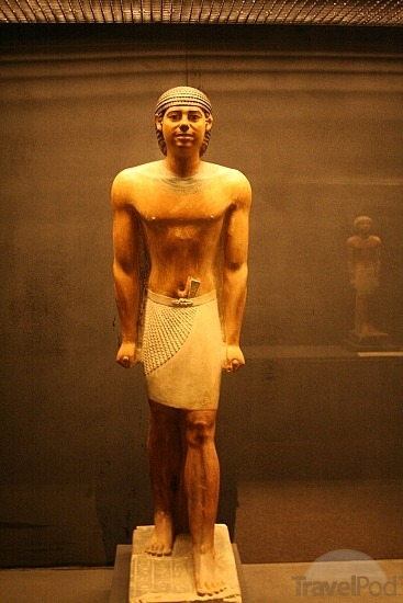 fine-figure-in-imhotep-museum-cairo
